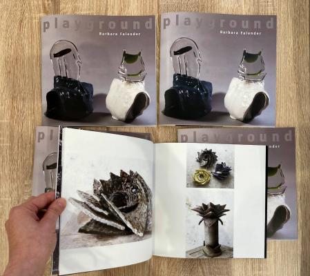 """Katalog do wystawy """"Playground"""" Barbary Falender zaprojektowany przez Katarzynę Jarnuszkiewicz."""