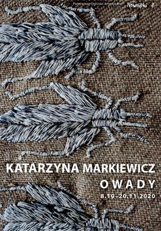 """Plakat do wystawy Katarzyny Markiewicz """"Owady"""" z fragmentem tkaniny. Projekt Ewa Sokołowska."""
