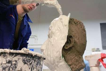 Odlew głowy. Pracownia Rzeźby. Fot. E. Sokołowska